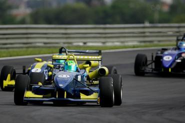 Campeão antecipado, Higor Hoffman venceu a última prova da temporada. - Bruno Terena/Vicar