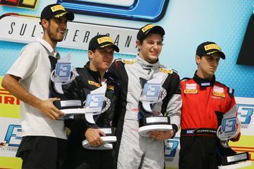 Pódio da Fórmula 3 Sul-americana disputada neste domingo em Curitiba. -   Bruno Terena/Vicar