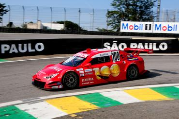 Tony Kanaan treina para fazer sua segunda corrida na Copa Caixa Stock Car.