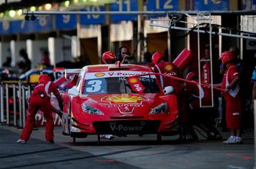 Equipe Shell Racing simulou troca de pneus, o que deve acontecer no domingo.