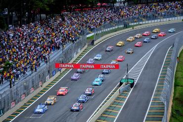 Largada da Copa Caixa Stock Car, que teve público de 39 mil pessoas. Duda Bairros/Vicar