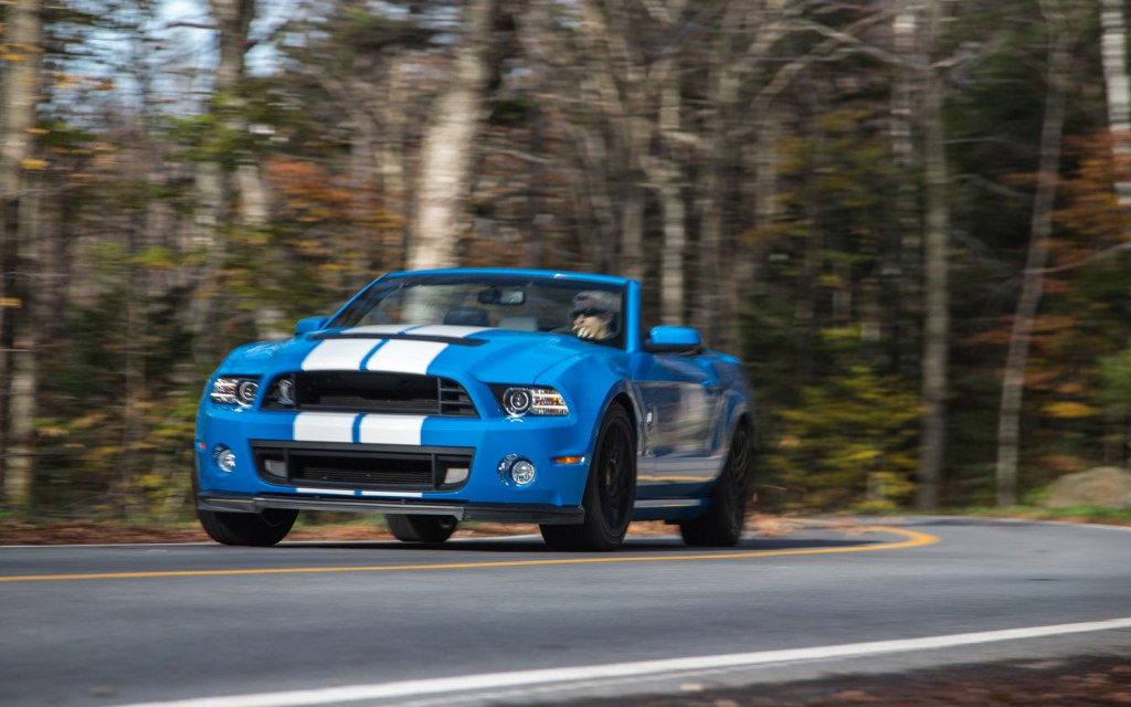 2013-Ford-Shelby-GT500-front-end-in-motion-1024x640