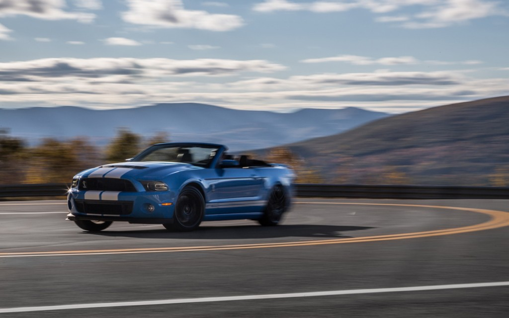 2013-Ford-Shelby-GT500-front-three-quarters-in-motion-1024x640