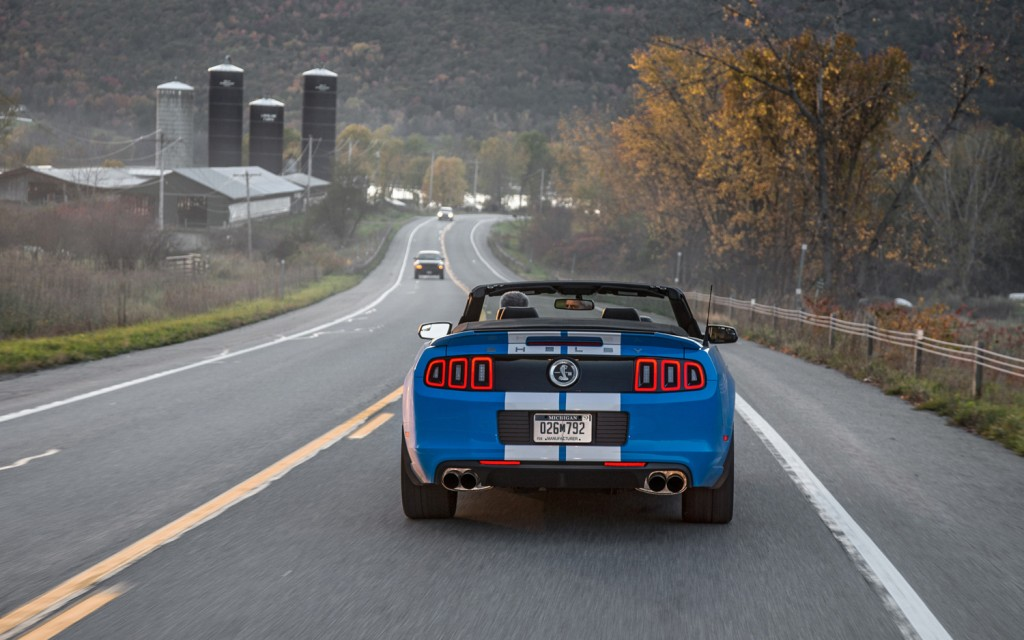 2013-Ford-Shelby-GT500-rear-end-in-motion-1024x640