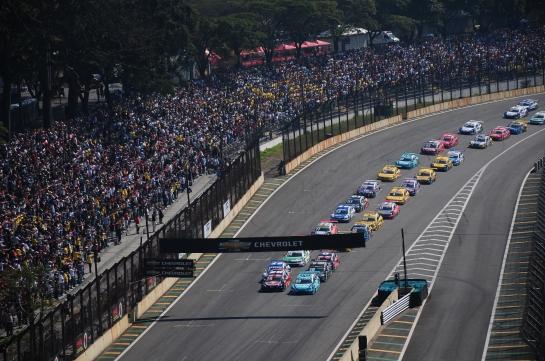 SP Corrida do Milhão alinhamento dos carros - Foto Duda Bairros