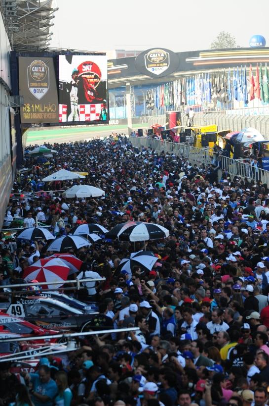 SP Público na visitação dos boxes na Corrida do Milhão - Foto Duda Bairros