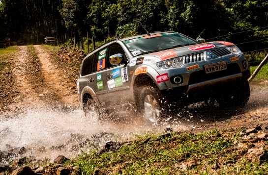A região tem estradas sinuosas, cachoeiras, rios e montanhas - Ricardo Leizer/Mitsubishi