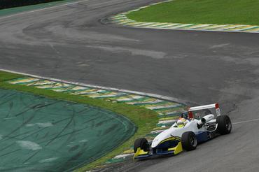 Elias Azevedo terminou na frente na Fórmula 3 Sul-americana Light. - Bruno Terena/Vicar