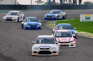 Os Ford Focus têm tudo para fazer mais pontos e brigar pelo título de 2013 -  Duda Bairros/Vicar