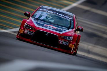 Mitsubishi também está sem todos os carros na pista da Copa Petrobras - Duda Bairros/Vicar