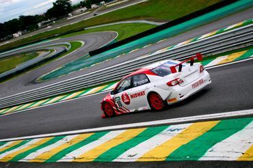 Toyota Corolla XRS continua na luta pelo bicampeonato entre as montadoras. - Bruno Terena/Vicar