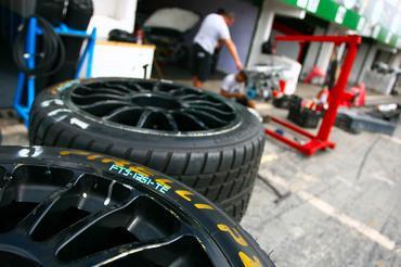 Mecânicos tiveram muito trabalho para montar os carros da Copa Petrobras. - Bruno Terena/Vicar