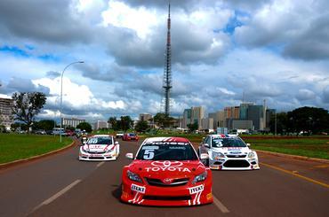 Toyota Corolla XRS de Denis Navarro na carreata pelas ruas da Capital Federal. -Duda Bairros/Vicar