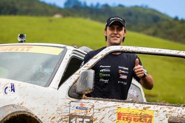 O piloto da Stock Car, Átila Abreu, participou da etapa com o Suzuki Jimny  - Murilo Mattos/ Suzuki Veículos