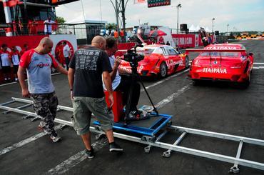 Equipe Shell Racing aproveitou a folga para gravar com Valdeno Brito e Burti.  - Duda Bairros/Vicar