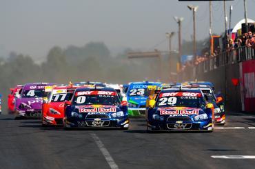 Mais uma vez, largada da Stock Car foi bastante disputada no autódromo gaúcho. - Duda Bairros/Vicar