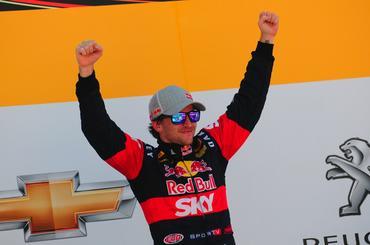 Festa de Daniel Serra pela sua quinta vitória na Stock Car, a segunda no ano. - Duda Bairros/Vicar