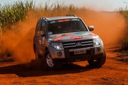 A poeira marcou as trilhas em Goiânia - Ricardo Leizer/Mitsubishi