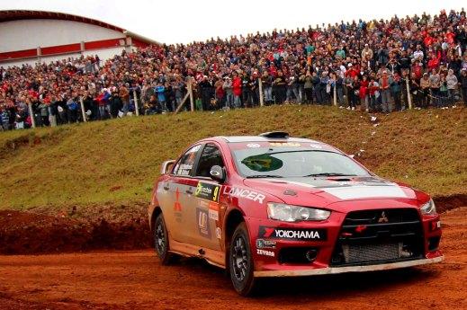 Dupla da Mitsubishi acelerou o Lancer Evo X no Rally de Erechim - Divulgação
