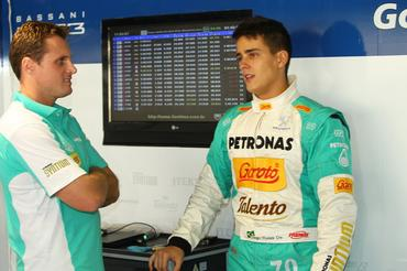 Diego Nunes e o engenheiro Rodrigo Contin -  Foto: Luca Bassani