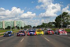 Carreata da Stock Car volta a acontecer pelas ruas da Capital Federal. - Duda Bairros/Vicar