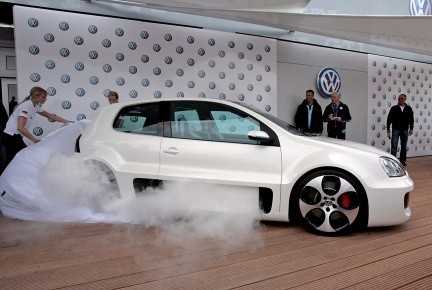 normal_Volkswagen_Golf_GTI_W12_Concept-12