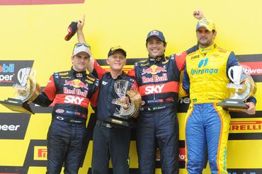 Pódio da quinta etapa da temporada da Stock Car, neste domingo em Brasília. - Fernanda Freixosa/Vicar