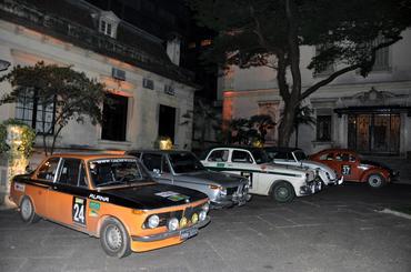 No Shopping Iguatemi, carros de várias marcas - Vera Lambiasi