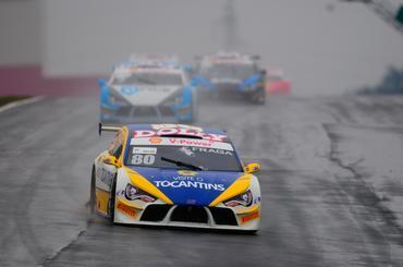 Com duas vitórias no Brasileiro de Turismo, Felipe Fraga lidera a categoria. - Duda Bairros/Vicar