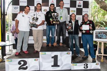 Pódio com as três duplas vencedoras na Geral - Vera Lambiasi