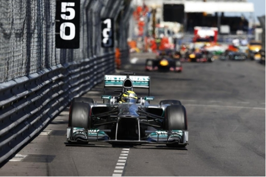 Nico Rosberg segue na ponta da corrida