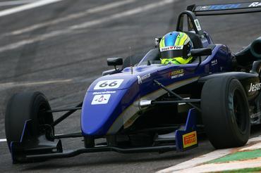 Felipe Guimarães manteve o domínio de seis poles positions na Fórmula 3. - Bruno Terena/Vicar