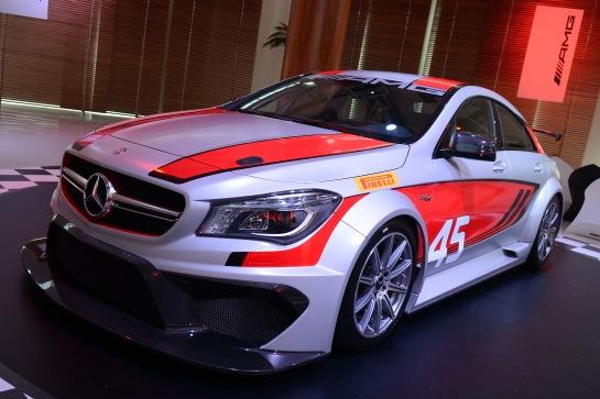 Visual do bonito CLA 45 AMG, queestará pela primeira vez nas pistas de corrida. - Fotos _Divulgação