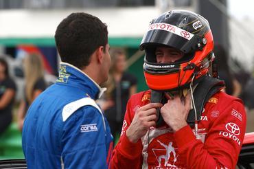 Toyota Corolla XRS de Ricardo Zonta (d) lidera o campeonato entre as fábricas. - Bruno Terena/Vicar