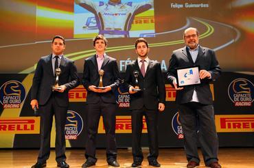 Paulo Gomes, da CBA, para Felipe Guimarães nas categorias F3 e Internacional -  Foto: Rafael Munhoz/Divulgação