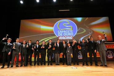 Emerson Fittipaldi com todos os vencedores do Capacete de Ouro - Foto: Rafael Munhoz/Divulgação