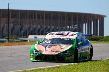 Marco Cozzi é um dos cinco pilotos com chances matemáticas de ser campeão. - Duda Bairros/Vicar