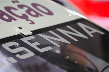 Pela primeira vez o sobrenome Senna foi escrito no vidro de um carro da Stock. - Duda Bairros/Vicar