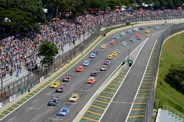 Vista do alto da largada da última prova da Stock Car em 2013: Corrida do Milhão- Duda Bairros/Vicar
