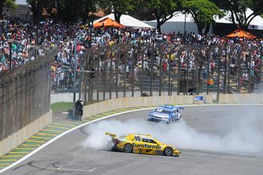 Ricardinho Maurício dá zerinho na frente dos torcedores do Circuito Nova Schin.-  Duda Bairros/Vicar