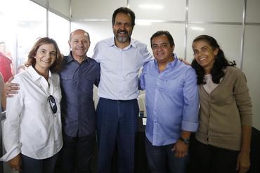 Maruska Holanda (E), Pupo Moreno, Agnelo Queiros, Luiz Caland e a primeira dama  - Foto: Dênio Simões/ GDF